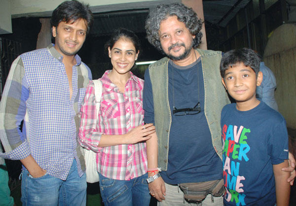 Riteish and Genelia With Others Poses at Special Screening of Bol Bachchan
