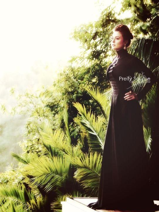 Preity Zinta Hot Stylist Pose For Ishkq In Paris
