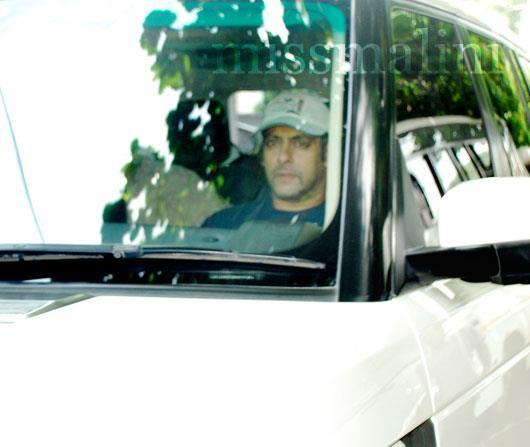 Salman Khan Arrives Ek Tha Tiger Special Screening