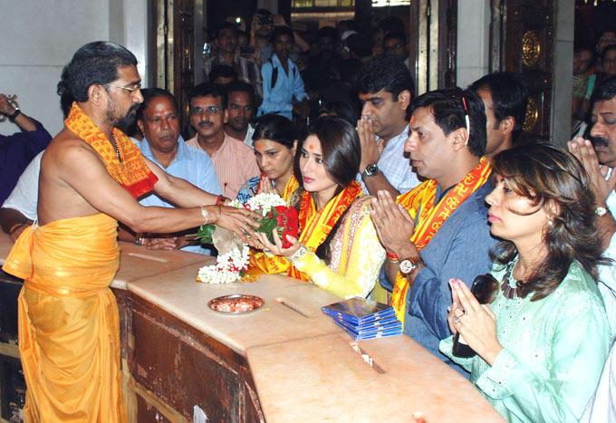 Madhur and Kareena at Heroine Music Launch at Siddhivinayak Temple