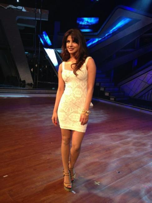 Priyanka Chopra Sexy Pose On The Sets of Dance Ke Superkids For Barfi Promotion