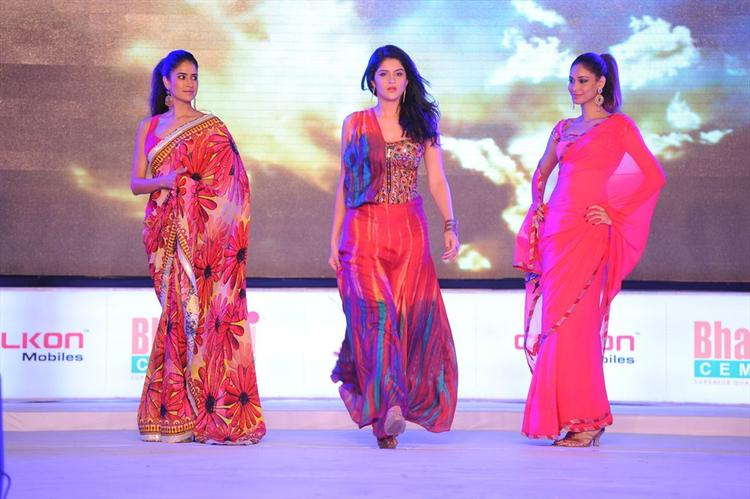 Deeksha Seth At South Spin Fashion Awards 2012