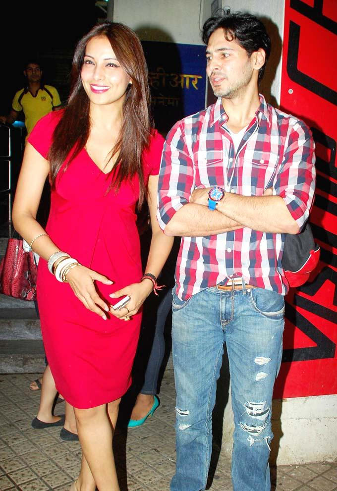 Bipasha Spotted At The Screening of Raaz 3 With Ex-Boyfriend Dino Morea