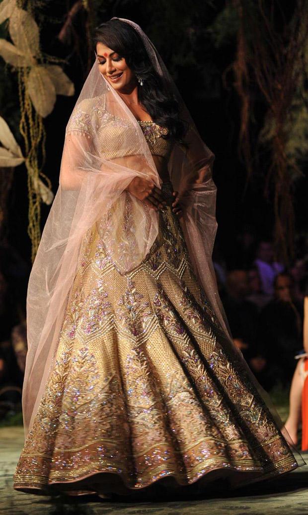 Chitrangada Walked The Ramp For Designer Tarun Tahiliani's Show at Aamby Valley India Bridal Fashion Week