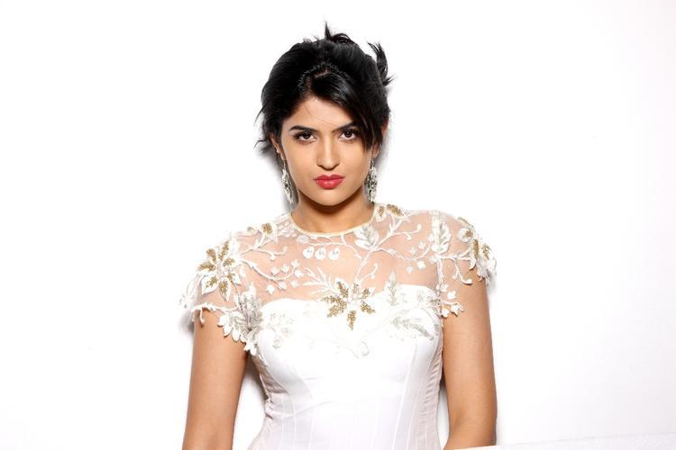 South Actress Deeksha Seth Photo Shoot For Southspin Fashion Award 2012