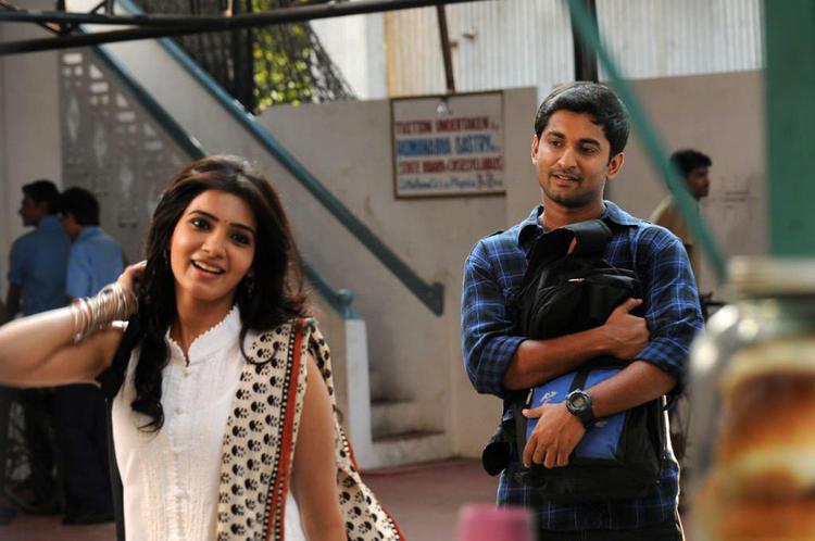 Naveen And Samantha Cute Smiling Photo From Yeto Vellipoyindi Manasu Movie