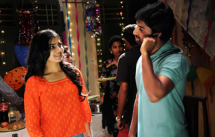 Samantha And Naveen Sizzling And Dashing Still From Yeto Vellipoyindi Manasu Movie