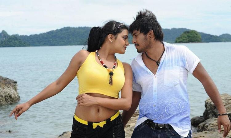 Tashu Kaushik Hot With Tanish in Telugu Abbai Movie