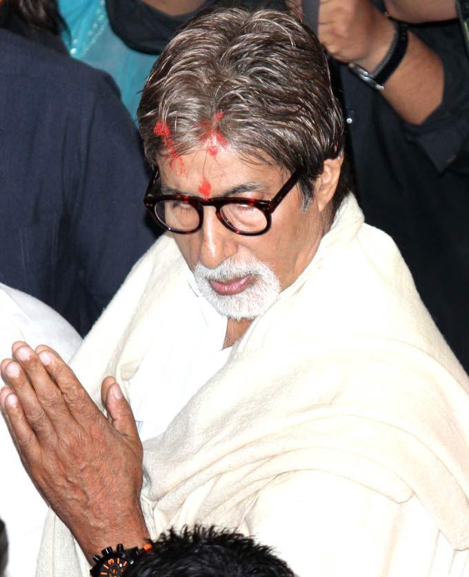 Amitabh Bachchan During Ganpati Celebrations