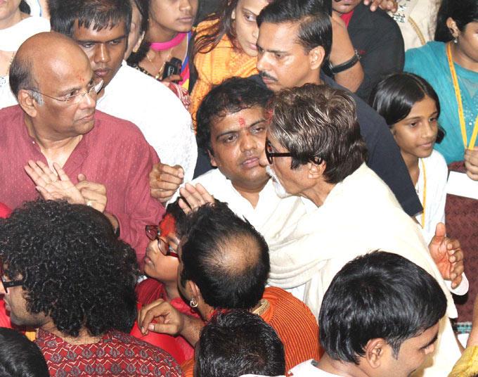 Amitabh Bachchan at Ganesh Utsav Mandal