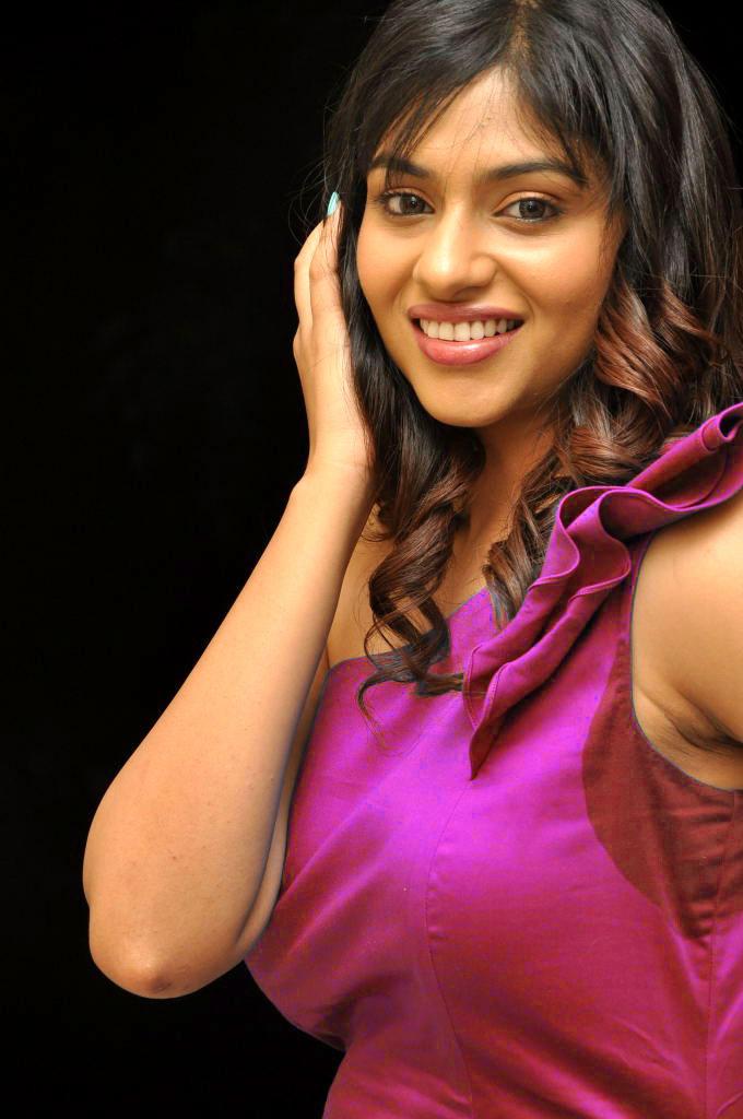 Stunning Babe Lakshmi Nair Sweet Sizzling Pic