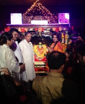 Bipasha Blessed Beautiful Aarti At The Famous Siddhivinayak Temple In Mumbai