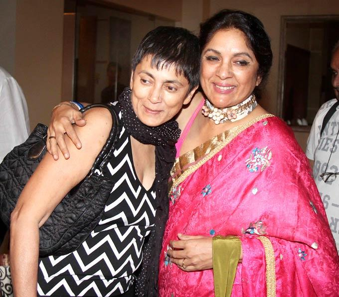 Deepa And Neena Catch Up At Shashi And Anu Ranjans 25th Anniversary Bash