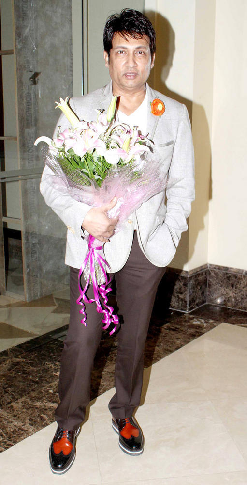 Shekhar Suman With Bouquet At Shashi And Anu Ranjans 25th Anniversary Bash