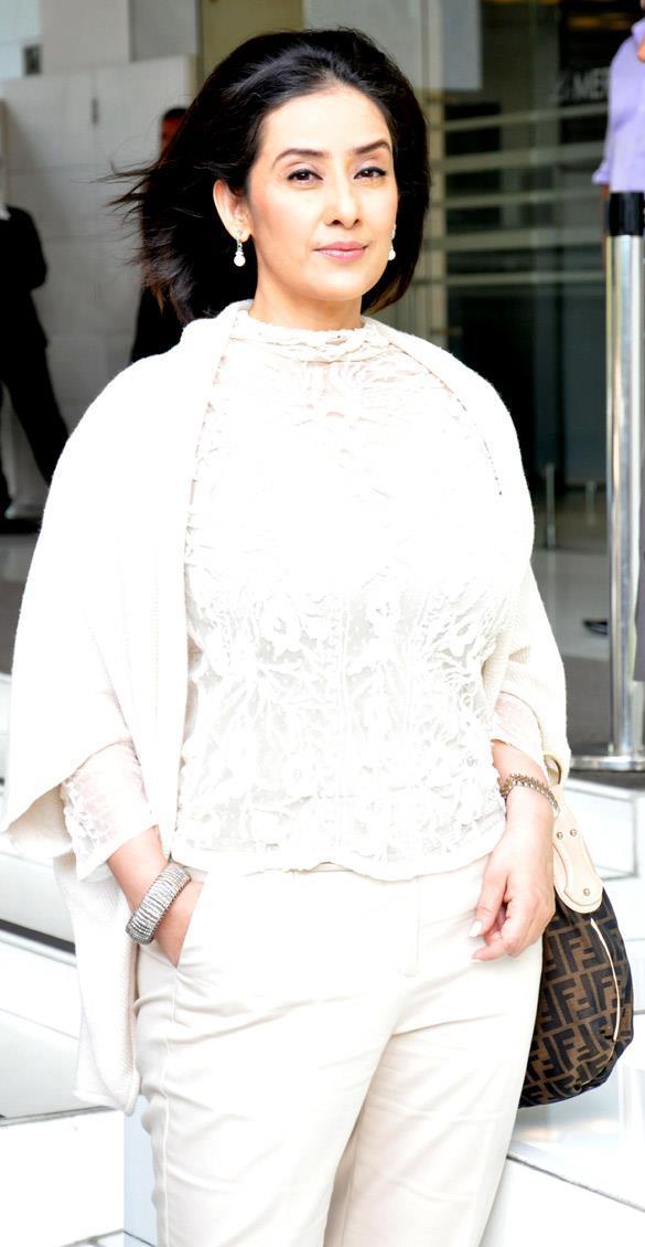 Manisha Koirala Sizzling Photo Shoot At Promotional Event Of Bhoot Returns