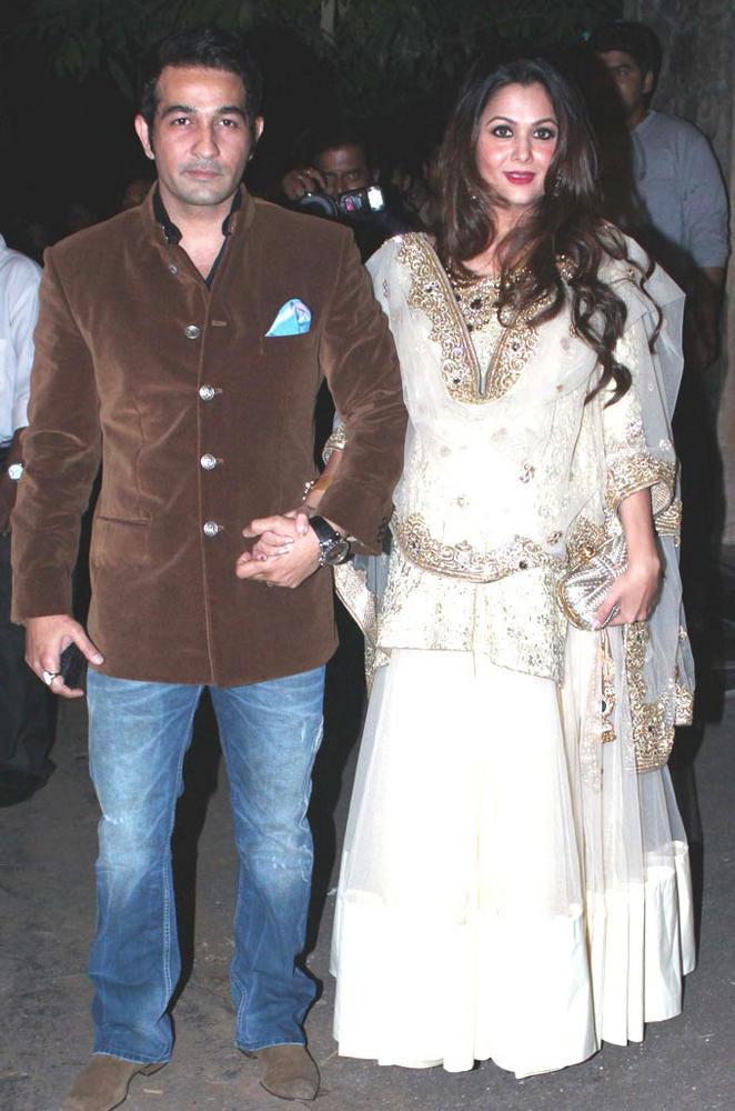 Amrita With Husband Shakeel At Saif And Kareena Sangeet Ceremony