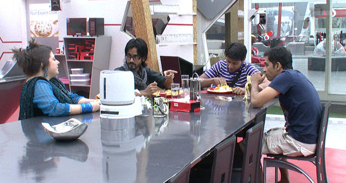 Aseem,Delnaaz,Khasif And Vrajesh Are Having Lunch Together