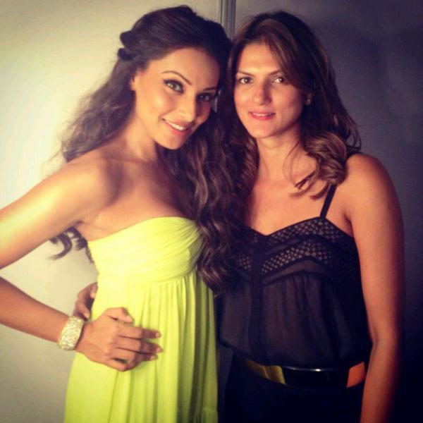 Bipasha And Nandita Still In A Close Moment At BPFT 2012