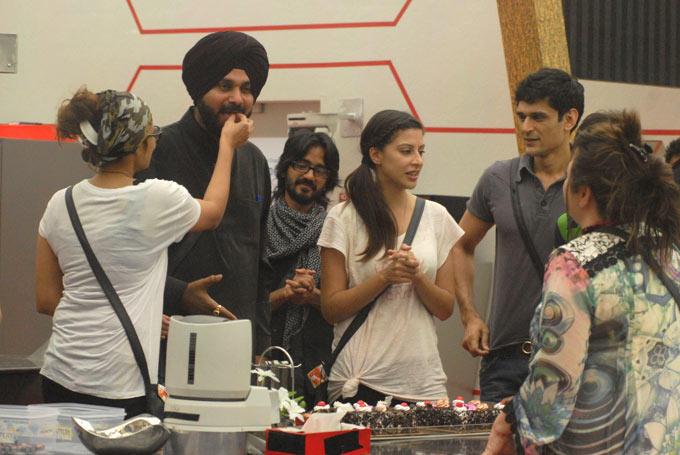 Aashka,Navjot,Sana,Aseem,Niketan And Delnaaz Celebrate Birthday  In Bigg Boss HouseAt Day 14