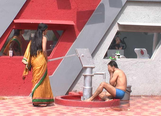 Contestant Is Bathing At The Handpump In The Bigg Boss House