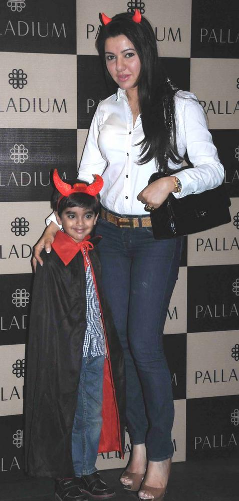 Kahkashan Patel With Her Son At Get Spooked Bacha Party