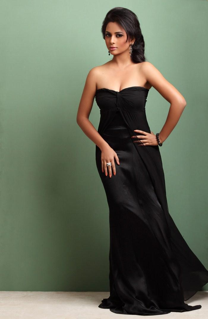 Suza Glamour Look In Strapless Black Gown Still