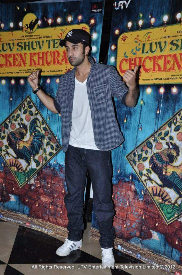 Ranbir Pose For Camera At Luv Shuv Tey Chicken Khurana Premiere