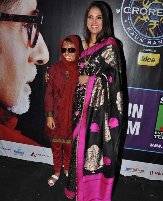Lara Dutta With A Kids At Kids Special Episode Of KBC