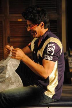 Shahrukh Smiling Face Look Still In KKR Jersey
