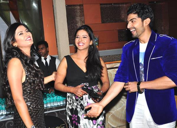 Kratika And Gurmeet Smiling Look At Gurmeet Choudhary's Jhalak Success Bash