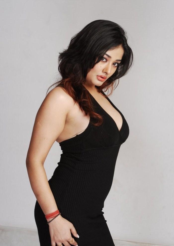 Kiran Rathod Hot Cleavage In Black Dress Still