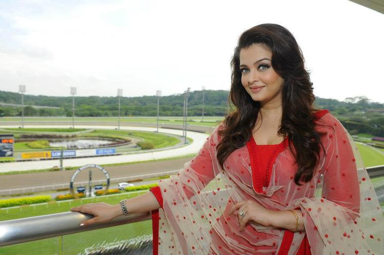 Aishwarya Looks Gorgeous As Always In A Sabyasachi Creation At Longines Singapore Gold Cup