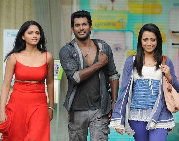 Vishal,Trisha And Sunaina Nice Still From Samar Movie