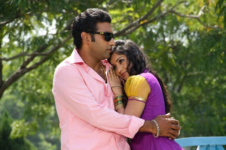 Tarakaratna And Madhavi Hug Still From Chudalani Cheppalani Movie
