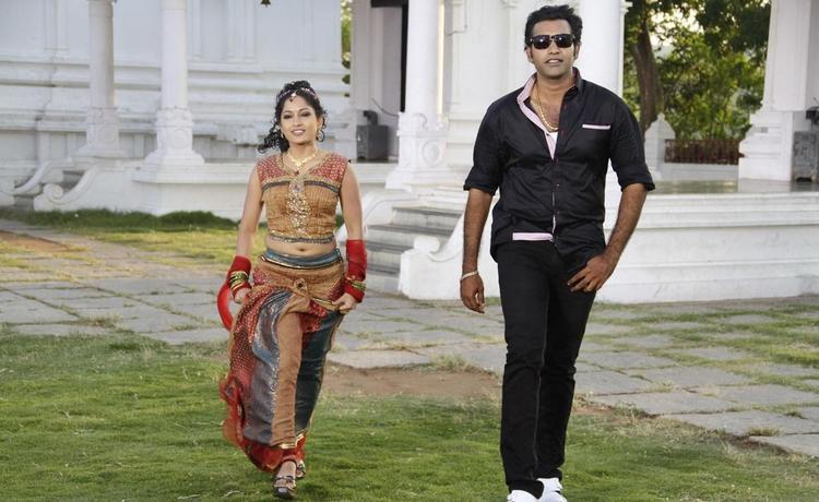 Tarakaratna And Madhavi Stylish Photo From Chudalani Cheppalani Movie Song