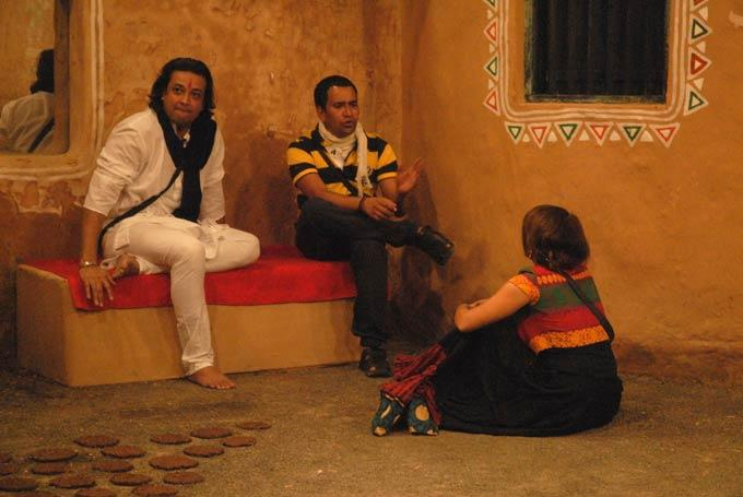 Santosh,Aashka And Dinesh Photo Clicked On Rural House At Day 46 In Bigg Boss 6