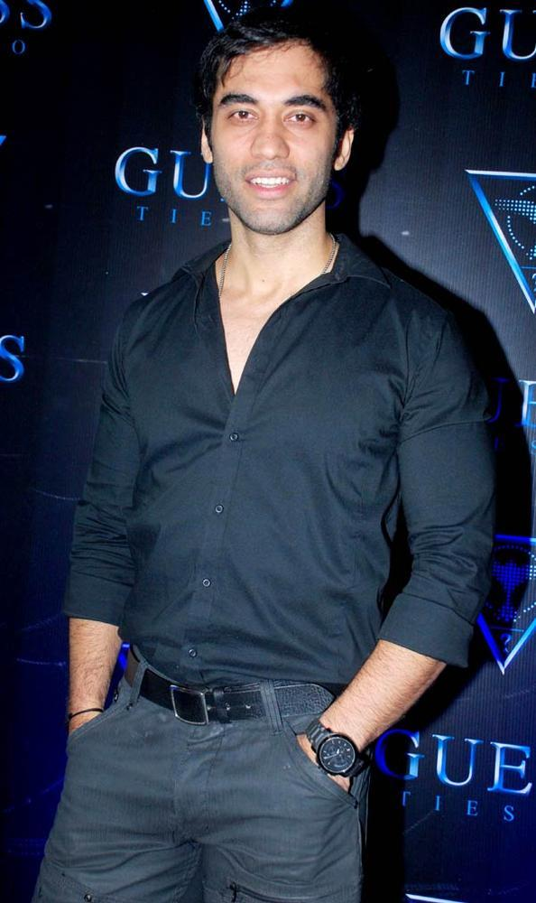 Kushal Punjabi Posed For Camera At A Cloth Collection Launch