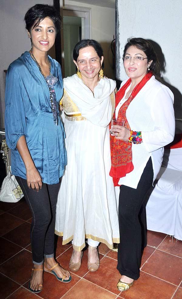 Jesse With Swati And Kavita At Her Birthday Bash
