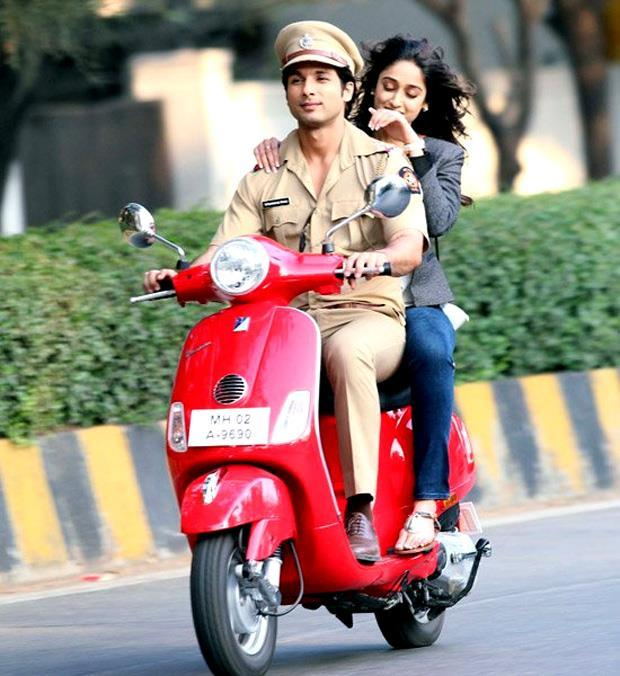 Shahid Takes Ileana For A Scooter Ride Still From Phata Poster Nikla Hero