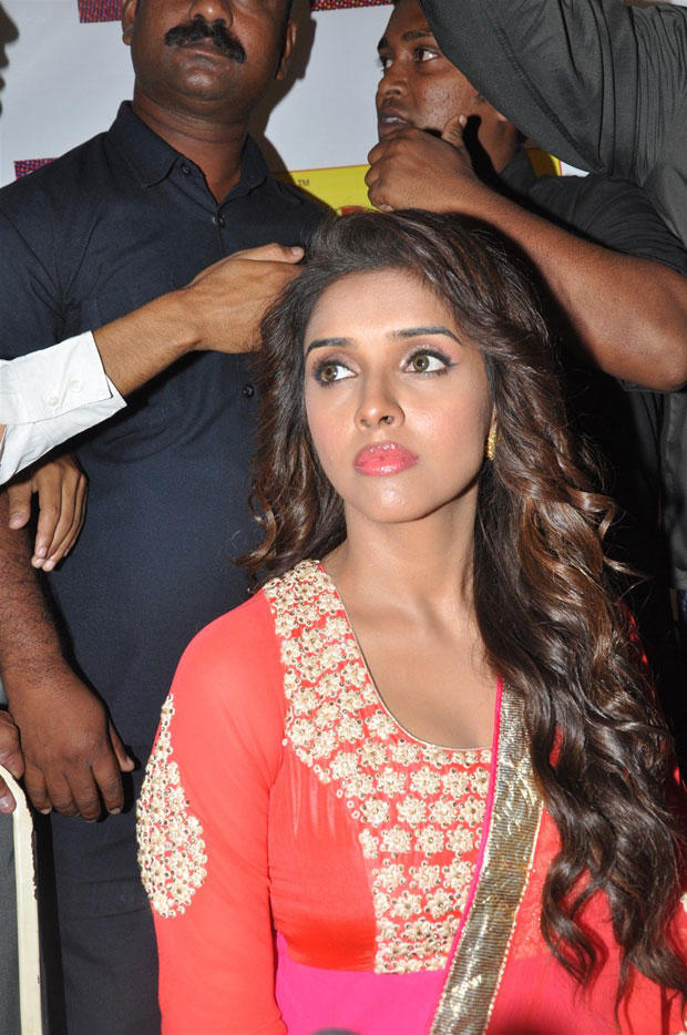 Asin Sizzling And Attractive Look At Mithibai College To Promote Khiladi 786