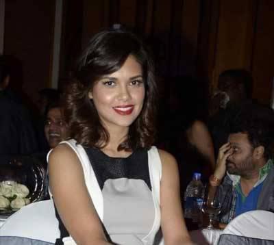 Esha Gupta Gorgeous Look Still At IBN 7 Super Idols Award Ceremony