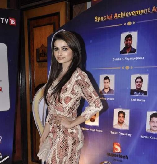 Prachi Desai Fashionable Look At IBN 7 Super Idols Award Ceremony