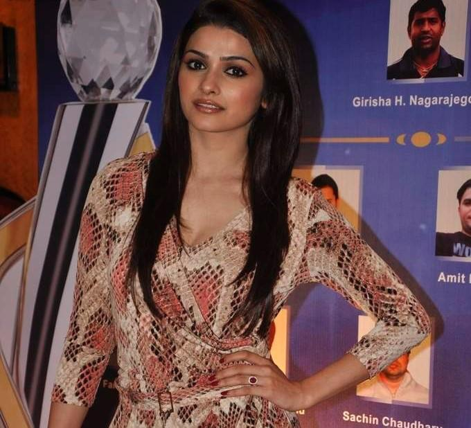 Prachi Desai Posed For Camera At IBN 7 Super Idols Award Ceremony
