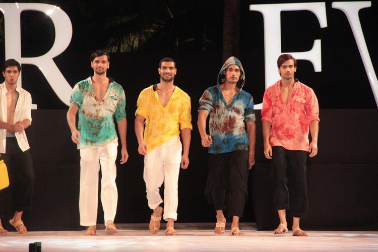 Men Models On Ramp In Hooded Kurtas For Gogee Vasant At IRFW 2012