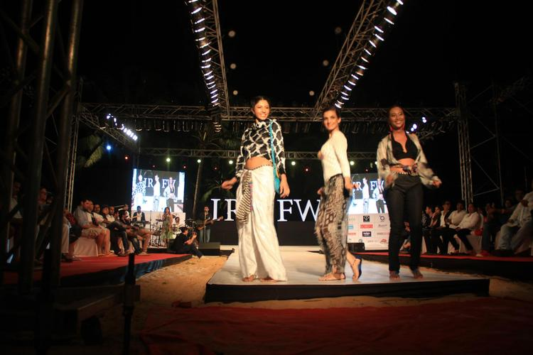 Sexy Models Beat The Ramp For Gogee Vasant At IRFW 2012