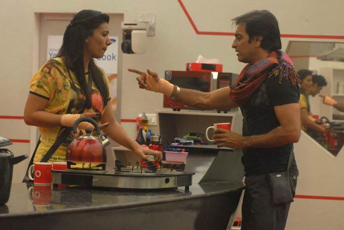 Mink And Rajev Snapped In Kitchen In Day 53 On Bigg Boss 6