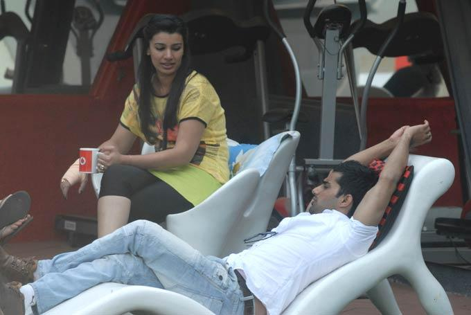 Mink And Vishal Photo From Garden Area In Day 53 On Bigg Boss 6