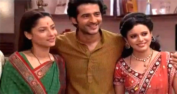 Ankita Lokhande,Hiten Tejwani And Asha Smiling Photo From Pavitra Rishta