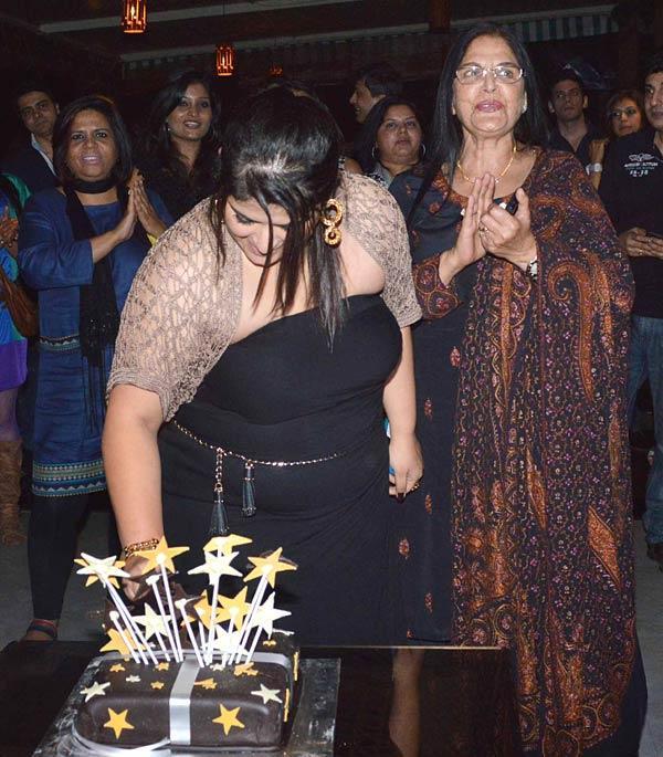 Pragati Mehra Cuts Her Birthday Cake At Her Birthday Bash