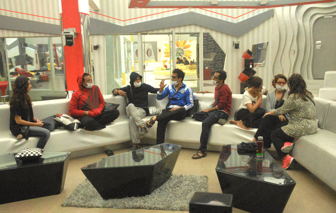 Mink,Rajev,Vishal,Sana,Dinesh,Aashka And Delnaaz Clicked On Bigg Boss 6 Modern House